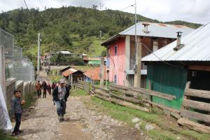 INDE lleva energía a aldea Quilín Novillo de Huehuetenango