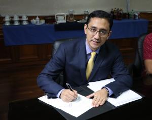 INDE y EEM de Guastatoya suscriben contrato de reconocimiento de deuda